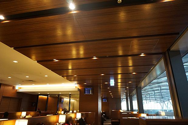 羽田空港国内線第2旅客ターミナル「エアポートラウンジ(北)」ラウンジ内写真