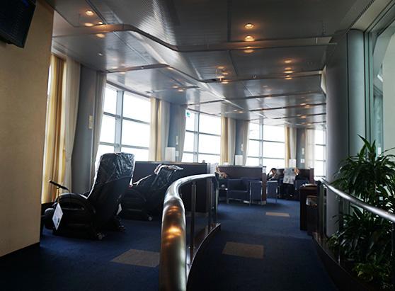 羽田空港国内線第2旅客ターミナル「エアポートラウンジ(北ピア)4F」座席写真