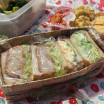 4種のサンドイッチとおかず数品。お弁当を作ってお花見へ♪
