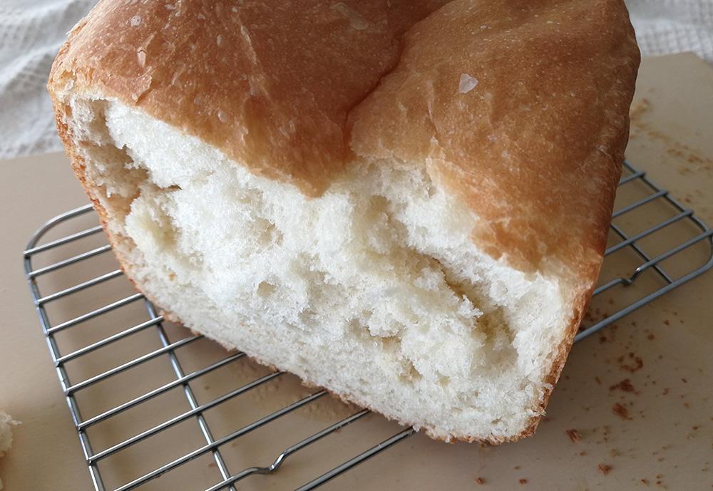 写真:ホームベーカリーで焼いた食パン