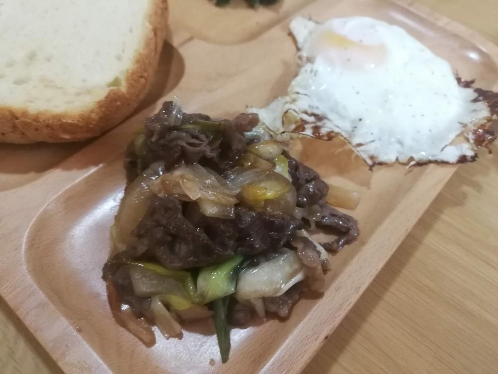 写真:牛肉と玉ねぎの甘辛
